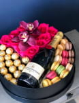 Wine and Blooms| Gift Set with Roses and Champagne -1