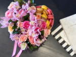 Pink Garden| Flowers Design with flowers and macaroons