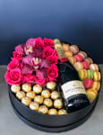 Wine and Blooms| Gift Set with Roses and Champagne