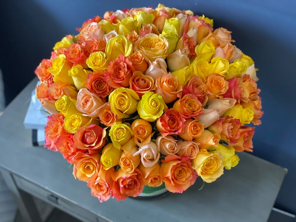 100 Roses Arrangement in Vase