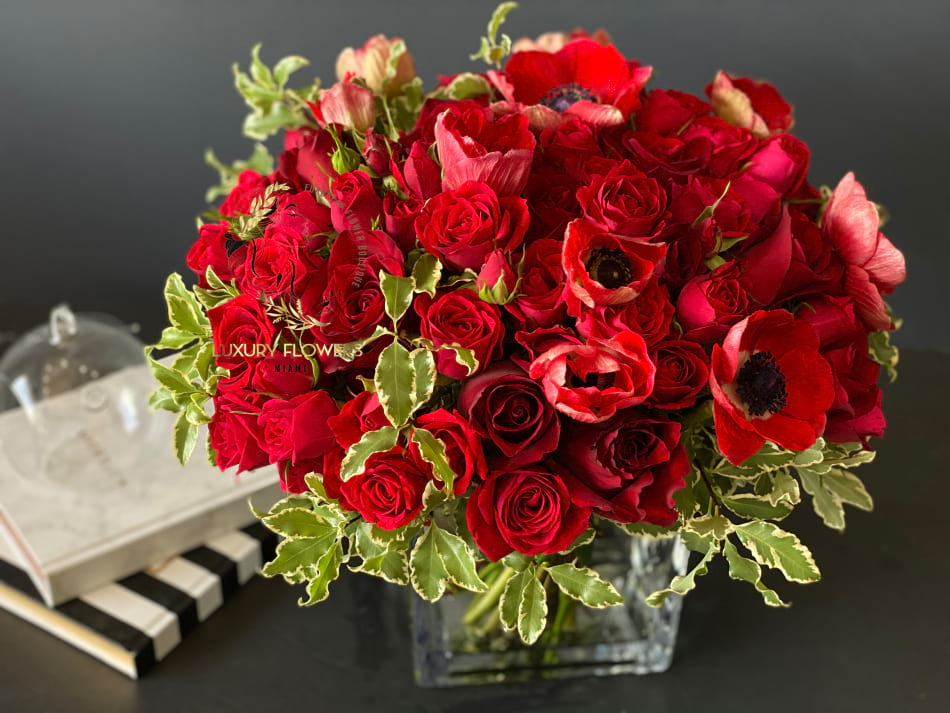 Scarlet | Elegant flower arrangement in square vase