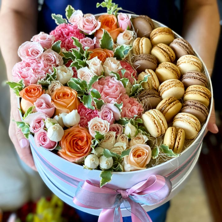 Large Flower Design in a Box with Macarons