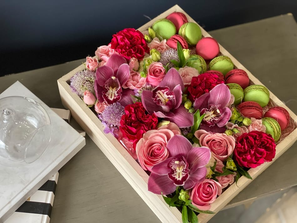 Wooden Box with Flowers and macaroons
