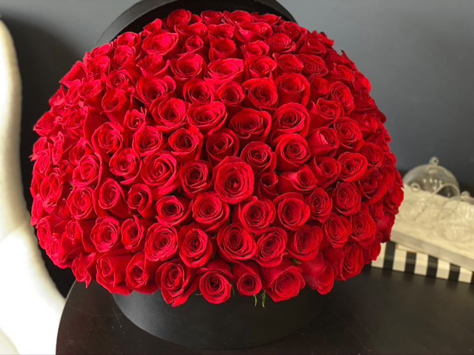 150 Red Roses in a Box| Luxury Flowers Miami