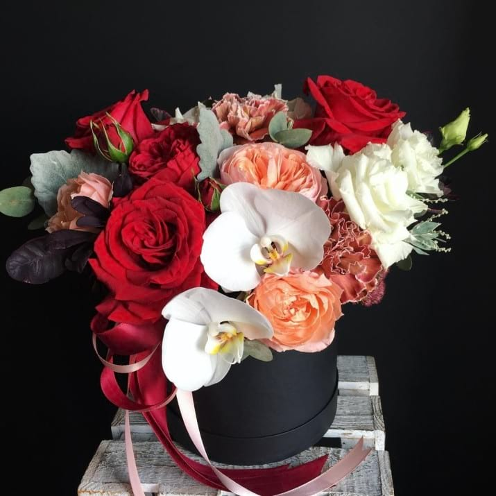 Hat Box Arrangement with Mix Flowers