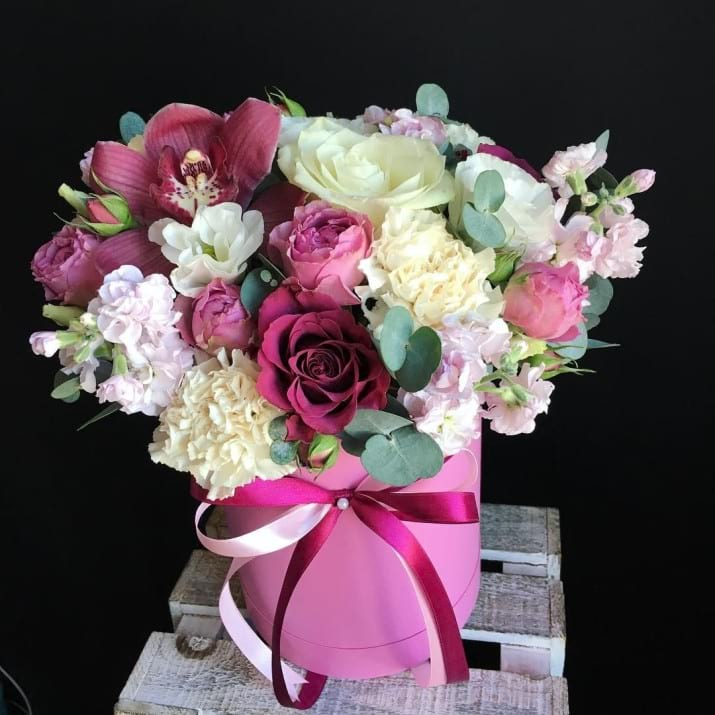Stylish Flower Gift in Hat Box