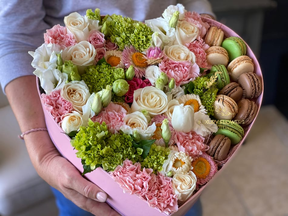 Sweet Paradise| Large Box with Fresh Flowers and Macaroons