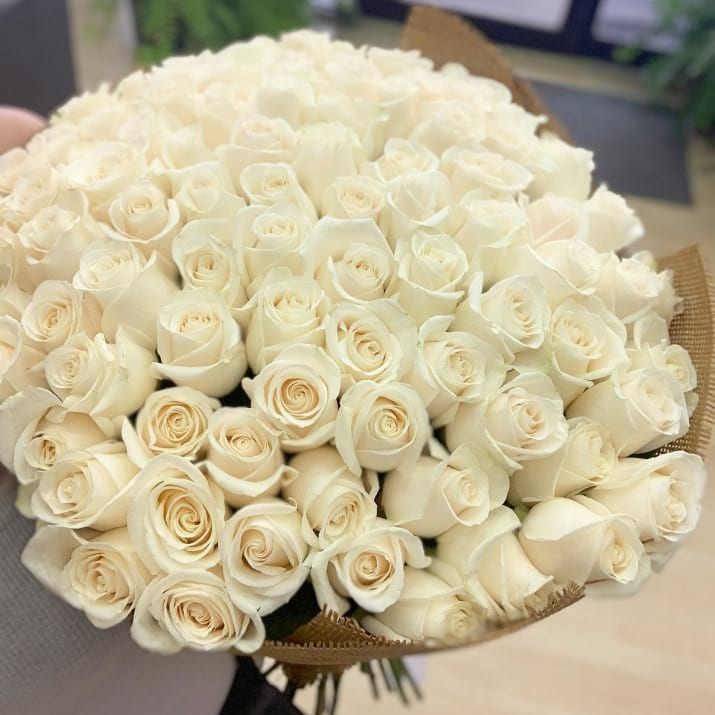 100 White Roses Bouquet
