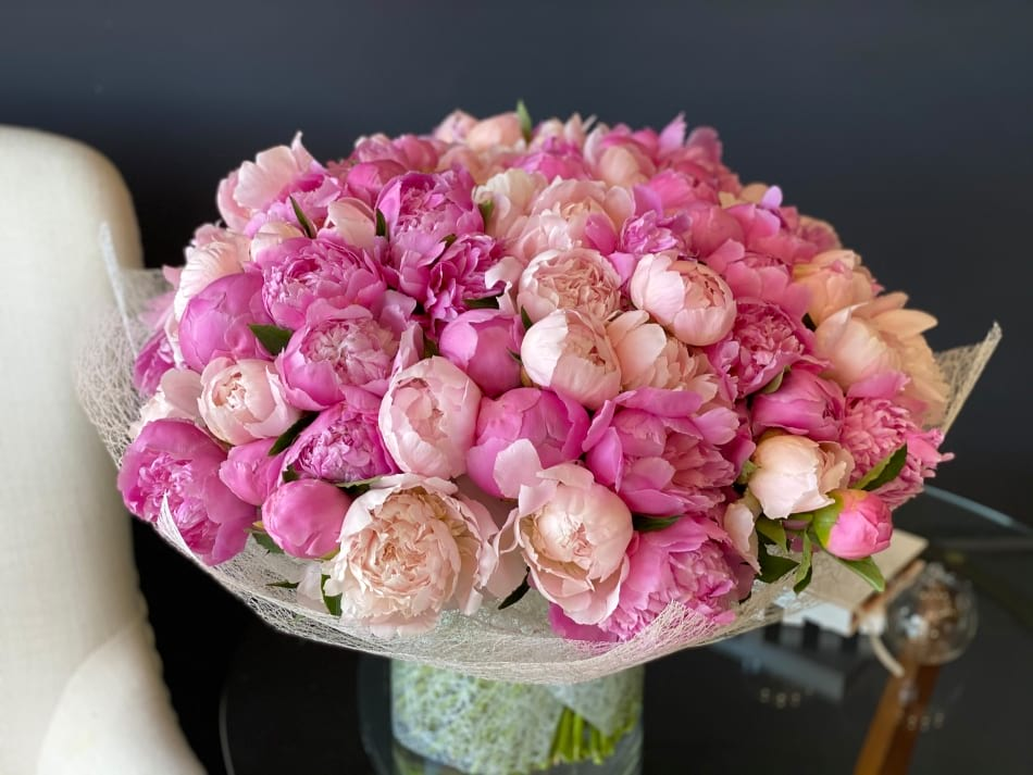 100 Peonies Arrangement in Vase