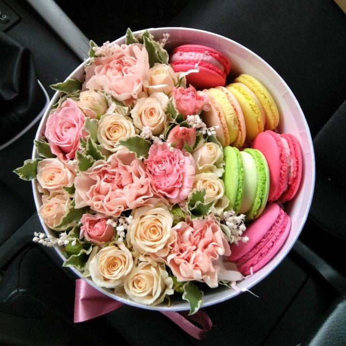 Elegant Flower Design in a Box with Macarons