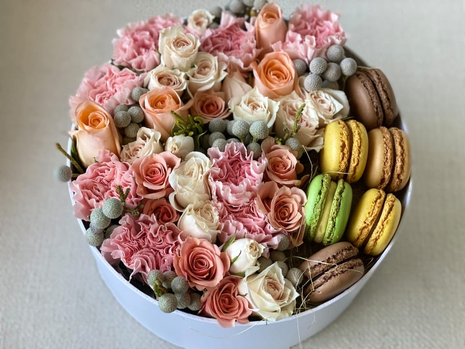 Modern Flower Design in a Box with Macarons