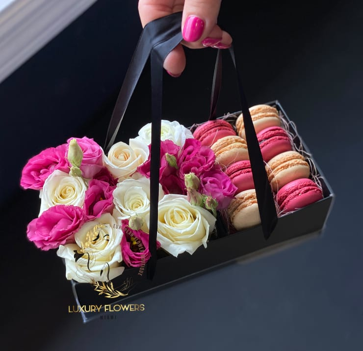Modern Flower Design with  8 Macarons