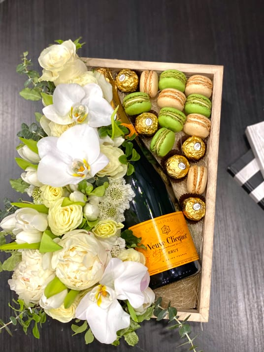 Gift Set in white colors wirh Champagne, macaroons and Ferrero Rocher