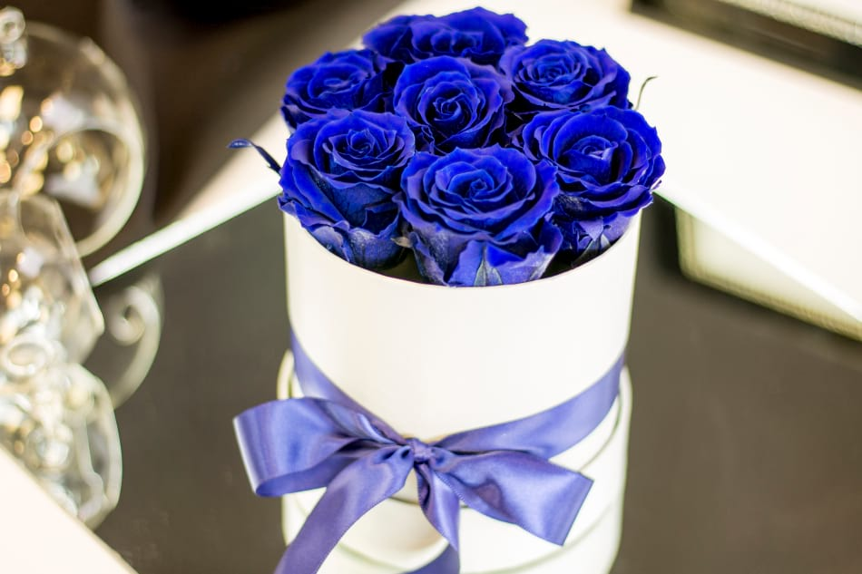 Luxury Royal Blue Preserved roses in the box