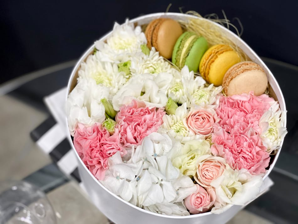Small Gift Box  in pink colors with macarons