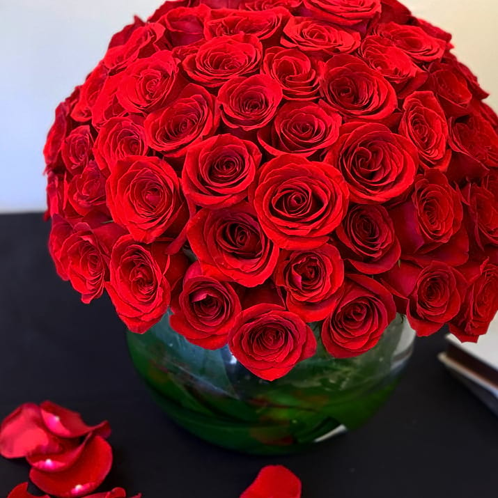 100 Red Roses Arrangement in Vase