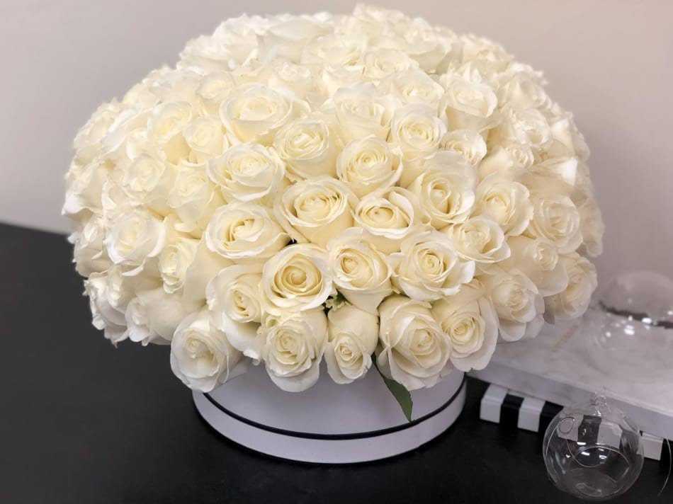 100 White Roses in a Box