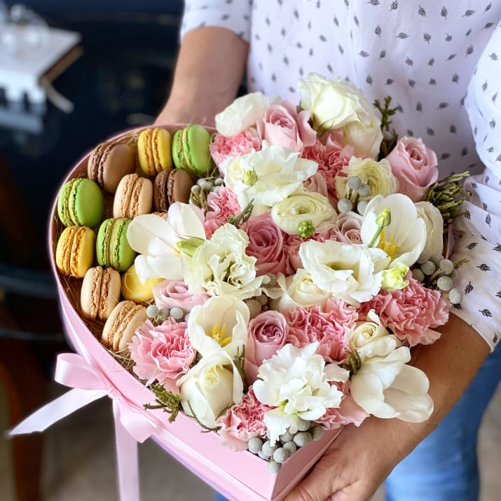 Elegant Gift Box with Fresh Flowers and Macaroons