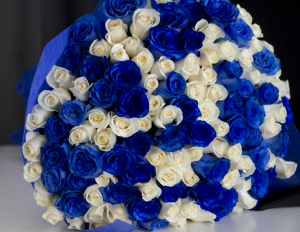 Long Stemmed Rose Bouquet with 100 White and Blue Roses